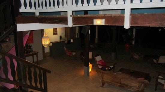 Raiatea Lodge Hotel: View from stairs to lobby