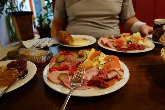 Inge's Cafe: Breakfast for 2 Under 10 Euro Each