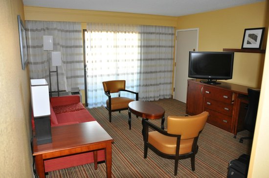 Courtyard by Marriott San Diego Sorrento Mesa/La Jolla: Suite 342 main room