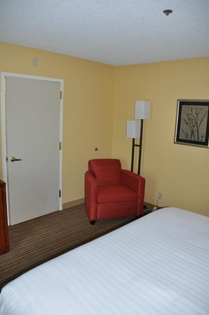 Courtyard by Marriott San Diego Sorrento Mesa/La Jolla: Suite 342 bedroom