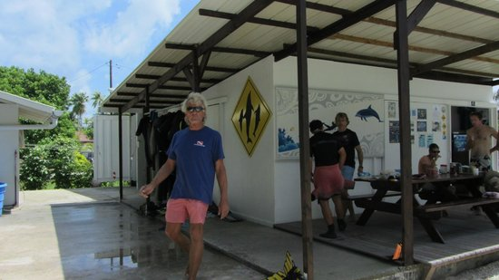 Rangiroa Plongée : the shop and the guys