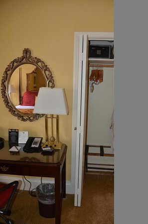 The Inn at Union Square - A Greystone Hotel: Table and Wardrobe