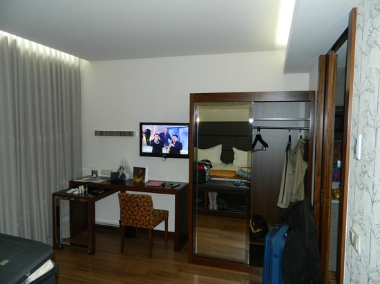 Eurostars Oporto: Tv E Guarda Roupa!!