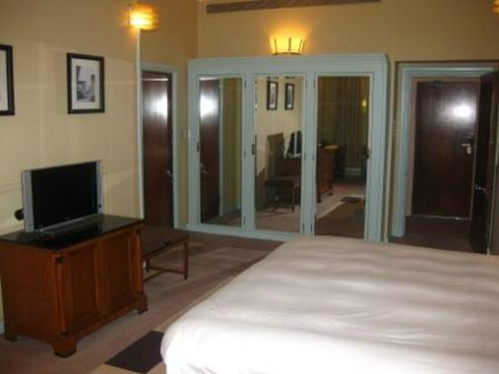 Claridge's: Claridges - Deluxe Room 1 - bedroom
