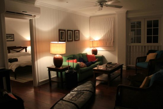 The Atlantis Hotel : living room