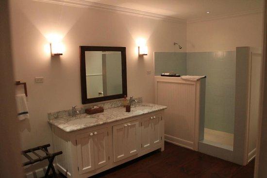 The Atlantis Hotel : bathroom