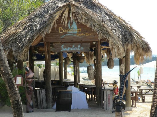 Sandals Negril Beach Resort & Spa: Bayside rest on the beach