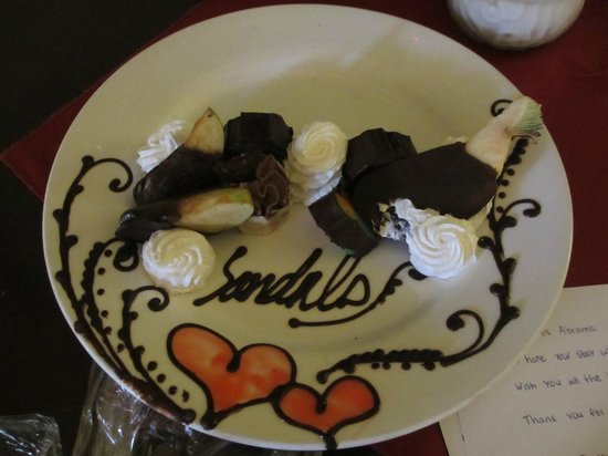 Sandals Negril Beach Resort & Spa: Dessert platter from our butlers