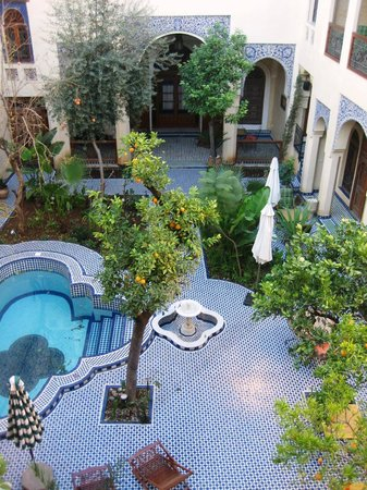 Ryad Salama Fes: View of the courtyard from the balcony of Amandine room
