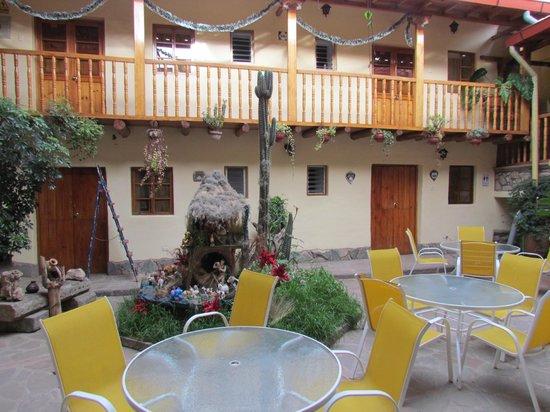 Apu Huascaran Hostal - Cusco: patio de estar
