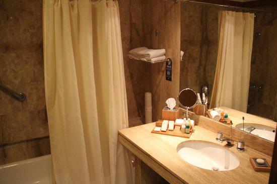 Sonesta Hotel El Olivar: bathroom