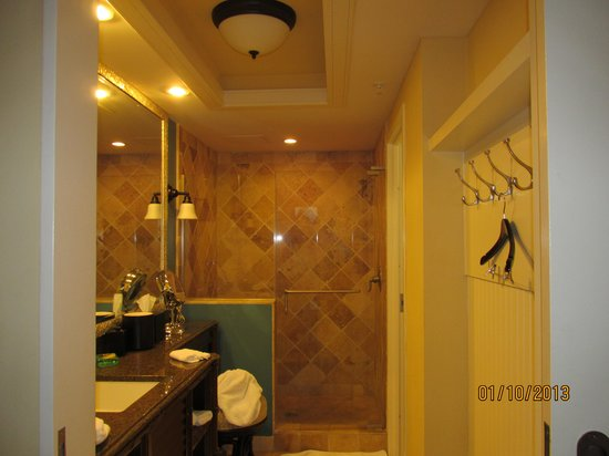 Hawks Cay Resort: Shower, was HUGE!!!