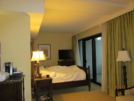 Hawks Cay Resort: King size bed