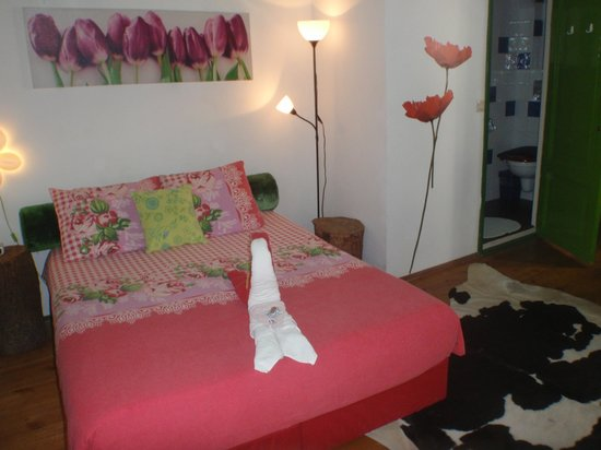 Tulip of Amsterdam B&B: COZY BED