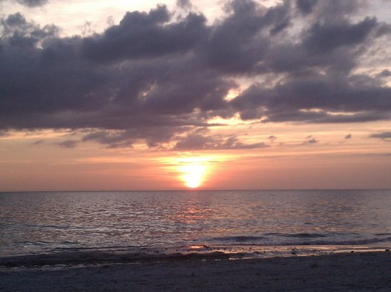 Holiday Isles Resort: The sunsets were incredible!!