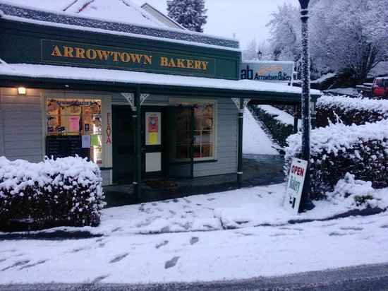 Arrowtown Bakery & Cafe: Open rain hail or snow!