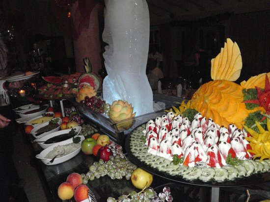 Grand Bahia Principe El Portillo: Amazing displays with seafood