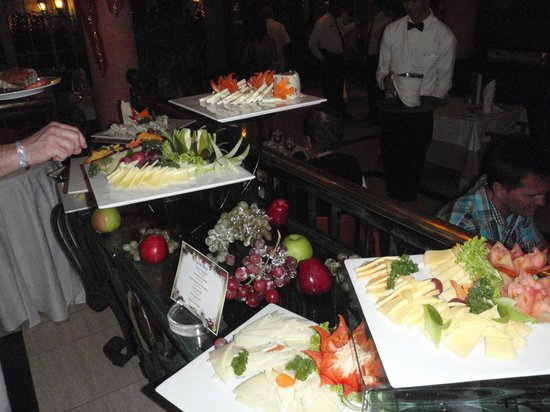 Grand Bahia Principe El Portillo: Cheese displays