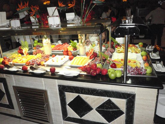 Grand Bahia Principe El Portillo: More fruit, ice cream and deserts