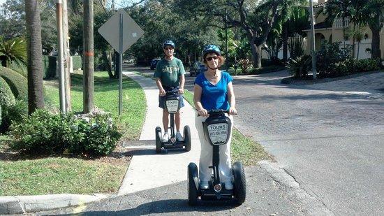 Electric Glide Tours : Sue & Wayne along Bayshore Dr.