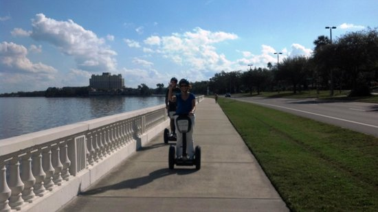 Electric Glide Tours : Further along Bayshore Dr.