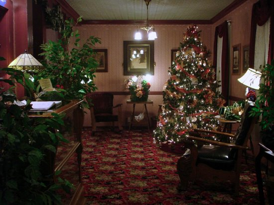 ‪‪Julian Gold Rush Hotel‬: Lobby at Christmas time.