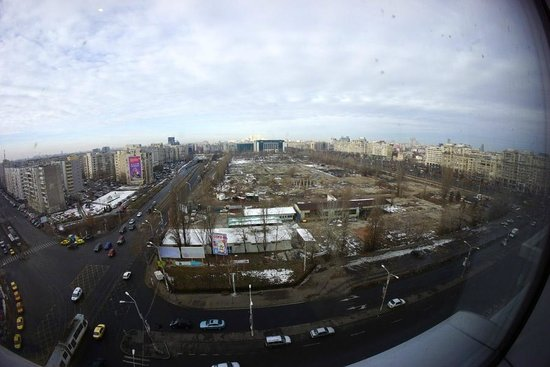 Doubletree by Hilton Bucharest Unirii Square: The view from the hotel toward Unirii Square