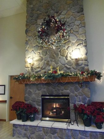 Best Western Plus Edmonds Harbor Inn: Holiday Lobby