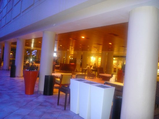 Caribe Hilton San Juan: Lobby - the lights at night a beautiful