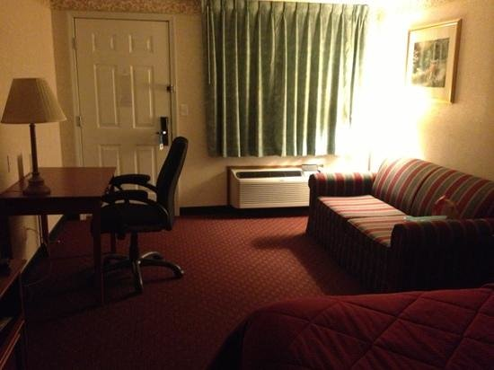 Quality Inn: Room 213