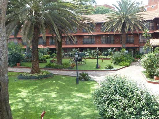 Fairmont The Norfolk: Courtyard and interior of the Fairmont Nairobi Hotel