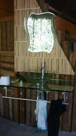 Ecoaldea Kapievi: Baños limpios y con su toque de selva