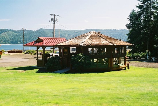 Glen Ayr Resort: Gazebo and BBQ area