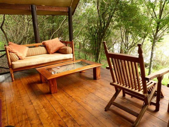 Sanctuary Olonana: Porch overlooking rapids