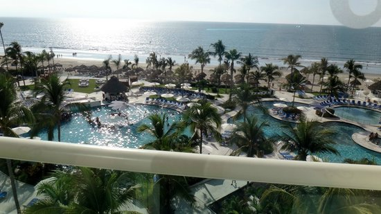 Hard Rock Hotel Vallarta: view of hotel pool/beach