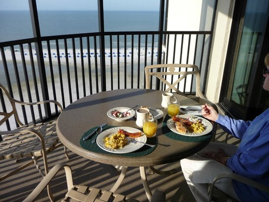 Pointe Estero Beach Resort: Breakfast with a view