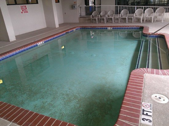Baymont Inn & Suites Mooresville: Terribly Cold indoor heated pool...joke