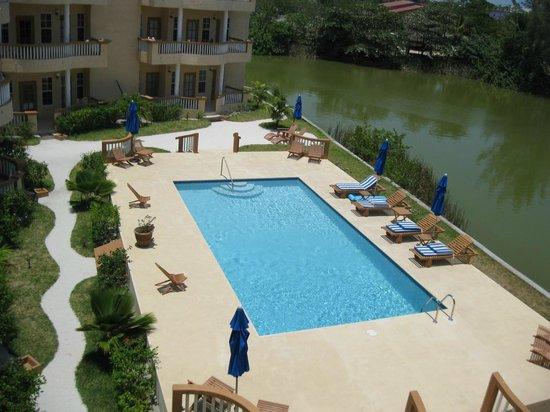 Ambergris Lake Villas: Pool