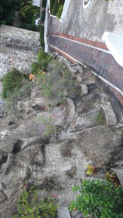 Las Hadas By Brisas: Rock wall near our room
