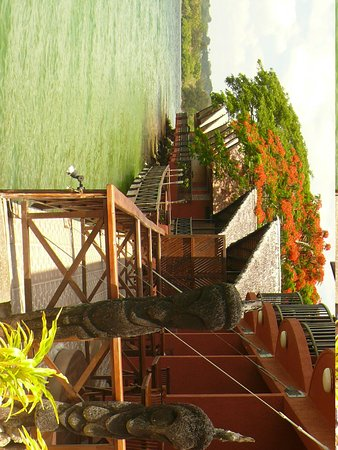 Sunset Bungalows Resort: This is the view of the bungalows
