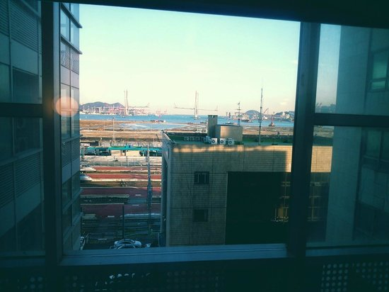 Toyoko Inn Busan No.1: View from the bedside