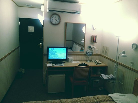 Toyoko Inn Busan No.1: Office Dest & TV & Other facilities