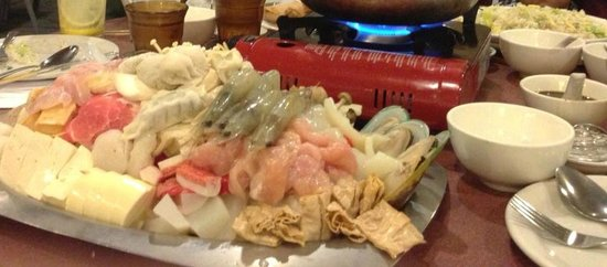 Sun Fortune Restaurant: a mountain of mixed seafood, tofu, veggies...
