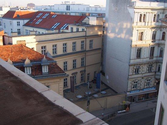 Austria Trend Hotel Savoyen Vienna: Street Scene from Exec Lounge