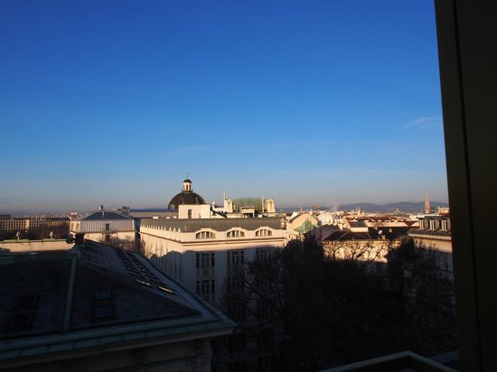 Austria Trend Hotel Savoyen Vienna: View from Exec Lounge (Vienna Center)