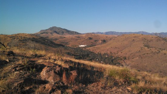 Davis Mountains State Park: Park from above on mountain top looking at Indian Lodge