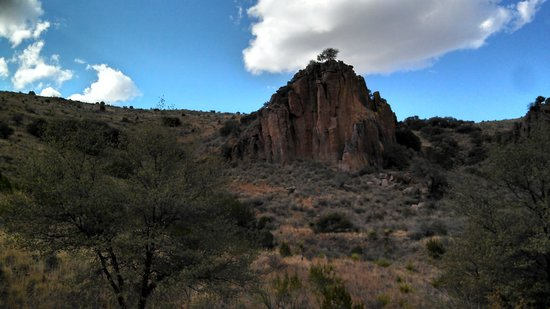 Davis Mountains State Park: Outcropping behind Indian Lodge