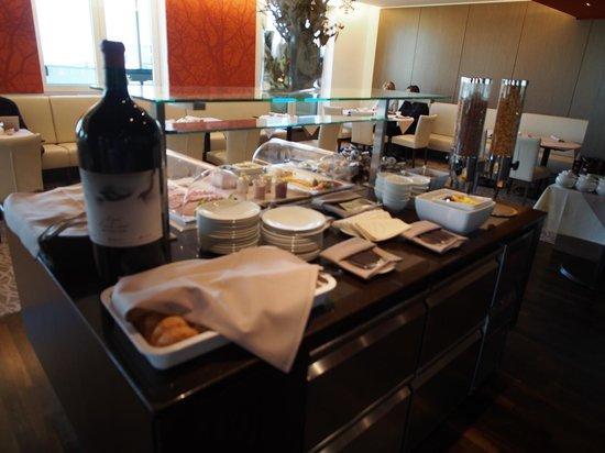 Austria Trend Hotel Savoyen Vienna: Breakfast in Exec lounge