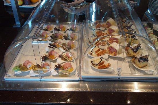Austria Trend Hotel Savoyen Vienna: Fingerfood Exec lounge