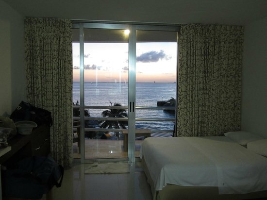 Hotel Bahia Chac Chi: View at dusk from room